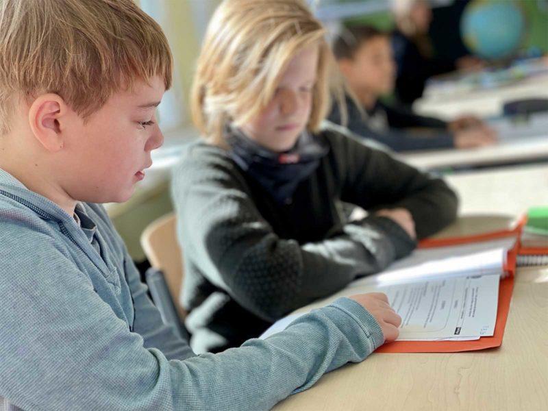 2 Schüler beim lernen
